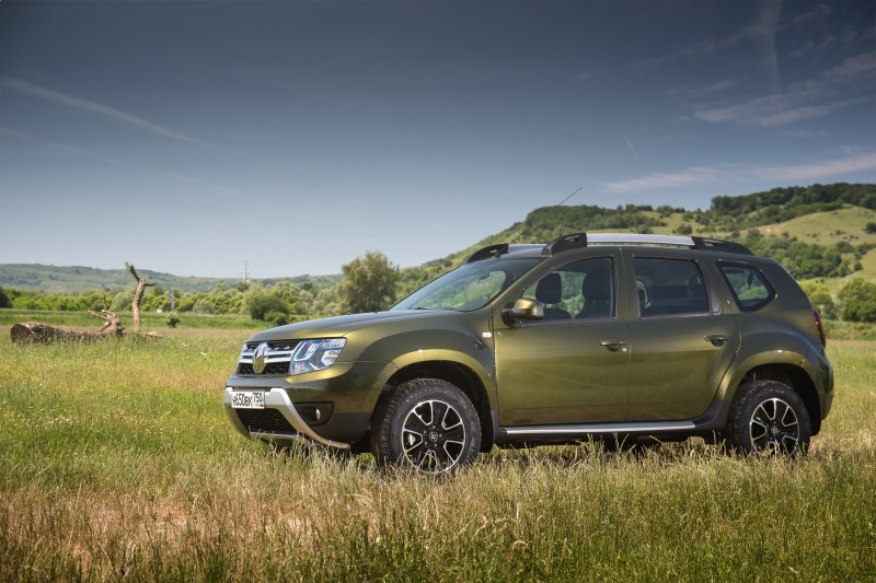 Side View of Renault Duster 2